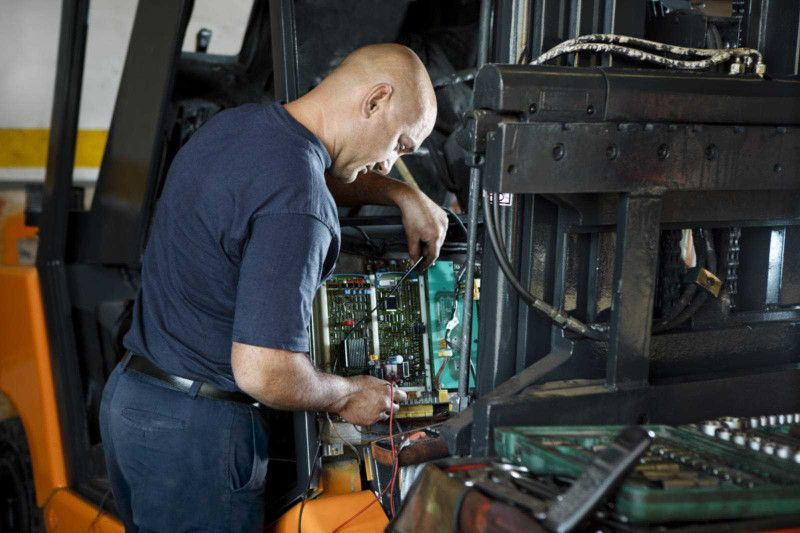 Zu unserem umfangreichen Dienstleistungsangebot gehört unter anderem<br>die Reparatur von Jungheinrich, Still oder Steinbock Gabelstaplern.</p><p>Kontaktieren Sie uns über unser Kontaktformular.